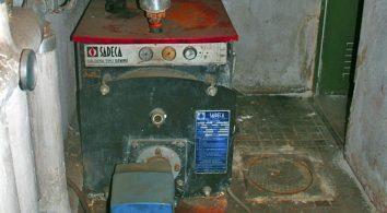 caldera de gasoil vieja sustituida por máquina de geotermia
